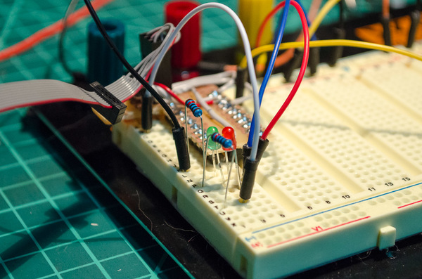 ATtiny 2313A dual-led blinking circuit